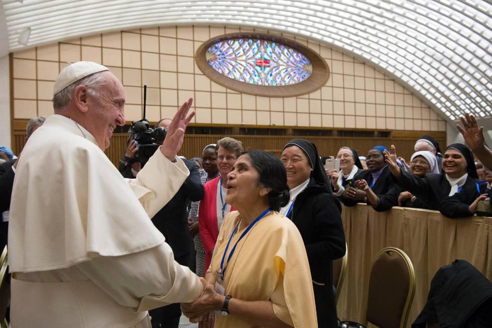 Papa Francisco abre a porta para que as mulheres façam casamentos e batizem | Internacional | EL PAÍS Brasil