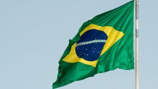Como as cores da bandeira do Brasil foram reinterpretadas para apagar ligação com a monarquia